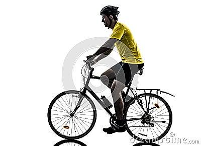 Silueta de la bici de montaña del hombre que monta en bicicleta