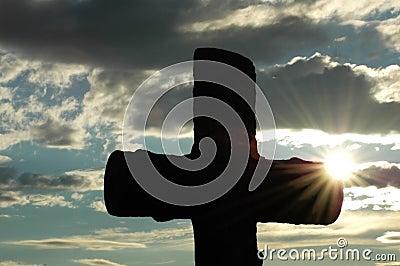 Silueta de una cruz contra