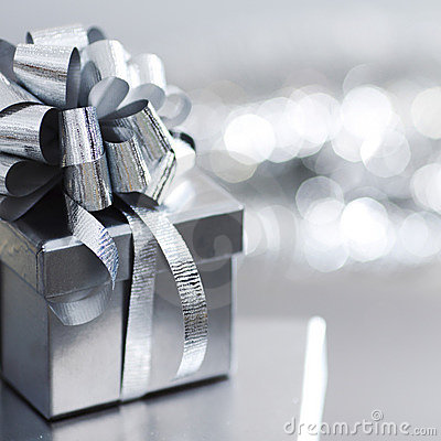 Free Silver Christmas Gift Royalty Free Stock Images - 16638229