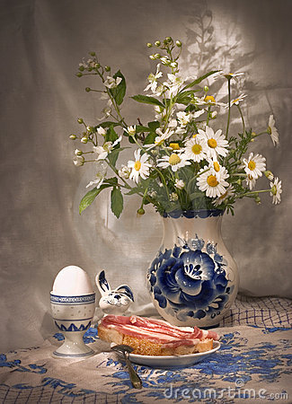 Free Simple Breakfast (3)  With Daisies Royalty Free Stock Image - 225186