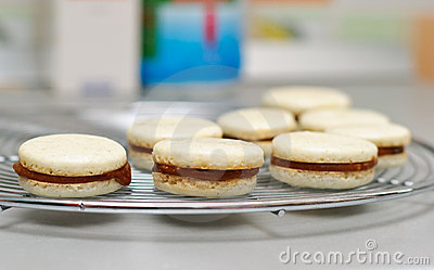 Simple macarons with caramel