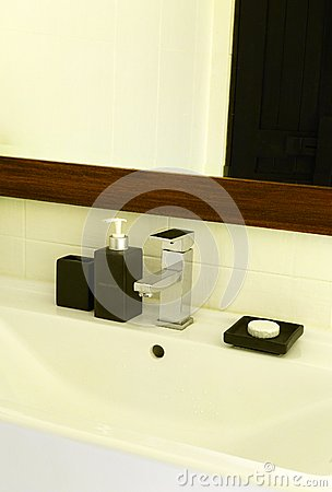 Simple modern elegant wash basin