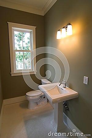 Simple retro bathroom
