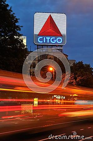 Sinal de Citgo, um marco de Boston Imagem Editorial