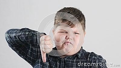 Sinal gordo novo do desagrado da exibição do menino 50 fps video estoque