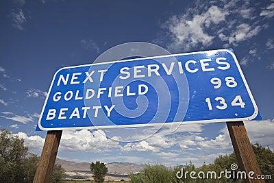 Sinal seguinte dos serviços no meio de Nevada