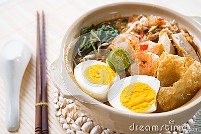 Singapore prawn mee