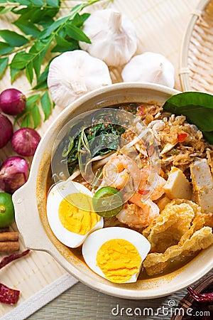 Singaporean prawn noodles
