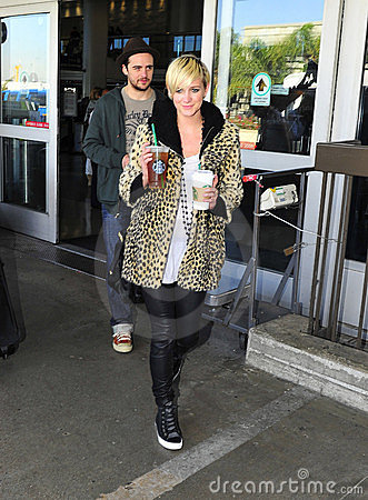 Singer Ashlee Simpson with boyfriend at LAX airpor Editorial Stock Image