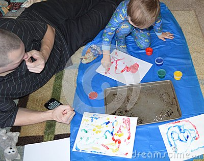 Single dad and son fingerpainting 1