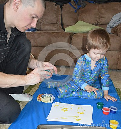 Single dad and son fingerpainting 2