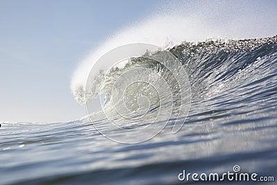 Single wave crest at line up