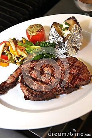 Free Sirloin Steak Royalty Free Stock Photos - 9835648