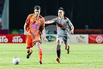 SISAKET THAILAND-JUNE 29: Victor Amaro of Sisaket FC. (orange) Editorial Photography
