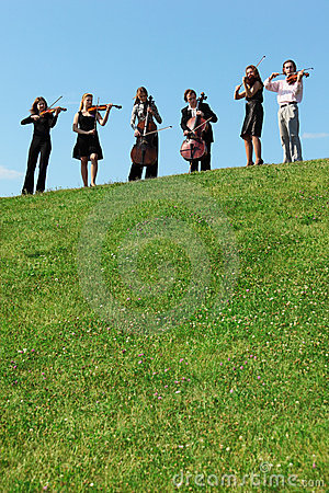Free Six Musicians Play Violins Against Sky Royalty Free Stock Images - 10504619