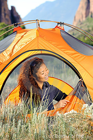 Skaliste campingowe góry