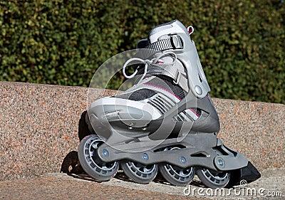 Skate with brake