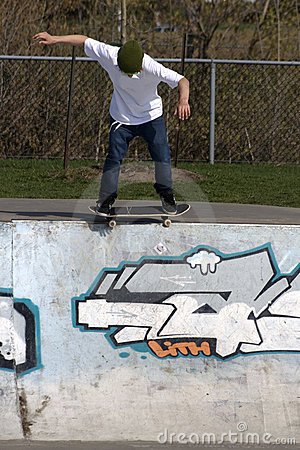 Free Skateboarder Doing Trick On Ramp Royalty Free Stock Photos - 5286178