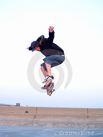 Free Skateboarder In The Air Doing A Stunt Royalty Free Stock Images - 9066439