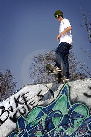 Free Skateboarder Ready To Drop In Royalty Free Stock Images - 5286149