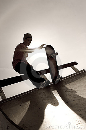 Free Skateboarder Silhouette Royalty Free Stock Photography - 8985337