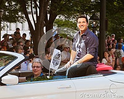 Skådespelaredekanen Cain på den årliga DragonConen ståtar Redaktionell Bild