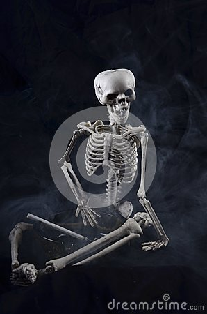 Skeleton holding an ashtray