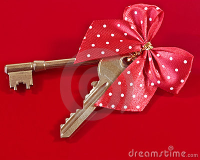 house keys and bow