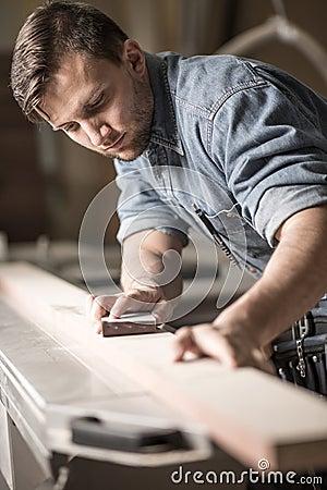 Free Skilled Carpenter Working Royalty Free Stock Photo - 56162865