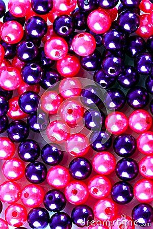 Skina pryder med pärlor