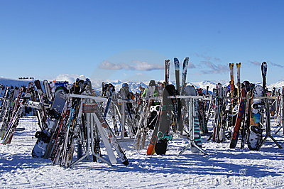 Skis en Raad Redactionele Afbeelding