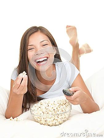 Skratta hållande ögonen på kvinna för film