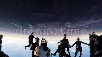 Skydiversteam machen Bildung im Himmel Halten der Balance drehzahl Sonnenuntergang fallen stock video