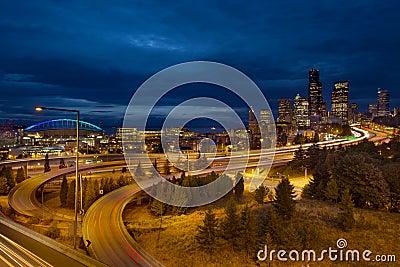 Skyline da cidade de Seattle na hora azul