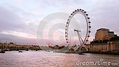 Skyline de Londres, Angleterre, Royaume-Uni en soirée banque de vidéos