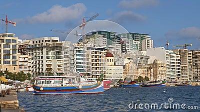 Skyline Du Port De Sliema À Malte banque de vidéos