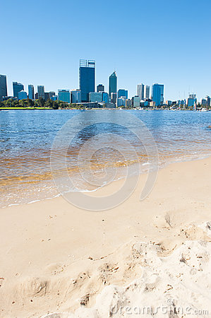 Free Skyline Perth Australia Beach Across Swan River Stock Photography - 89865442