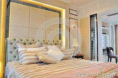 Slaapkamer en stoel in rust ruimte