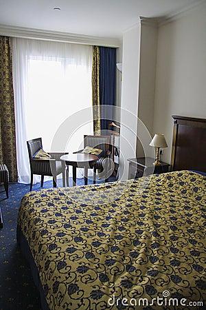 slaapkamer in gouden en blauwe kleuren stock foto On gouden slaapkamer