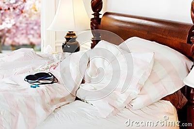 Sleep mask & earplugs