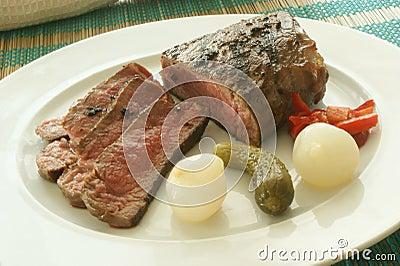 Sliced pepper steak with sour vegetables