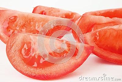Slices tomato.