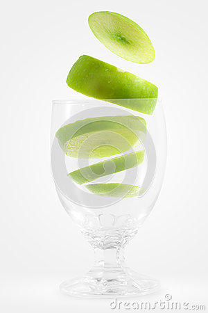 Slices apple into a glass