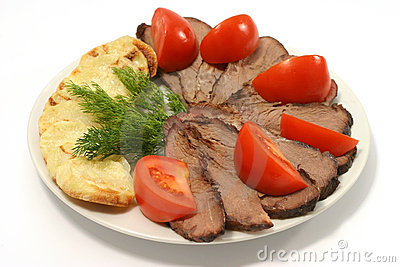 Slices roast beef tomato and potato