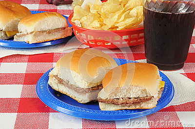 Sliders with potato chips