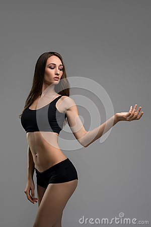 Free Slim Brunette In Black Shorts And Top Cropped View Royalty Free Stock Photo - 99963325