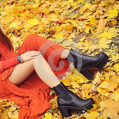 Free Slim Woman Legs With Tractor Sole Shoes, Autumn Fashion Concept Stock Photo - 99911540