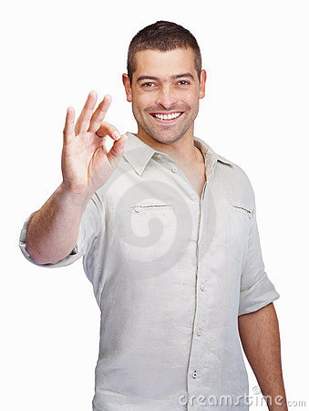 Slimme kerel die o.k. teken gesturing tegen wit