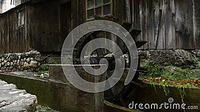 slovenia Village de Kropa watermill Pluie banque de vidéos