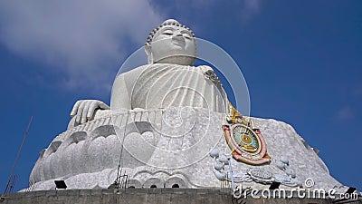 Slowmotion steadicam strzela? Du?a Buddha statua na Phuket wyspie Podr?? Tajlandia poj?cie zbiory